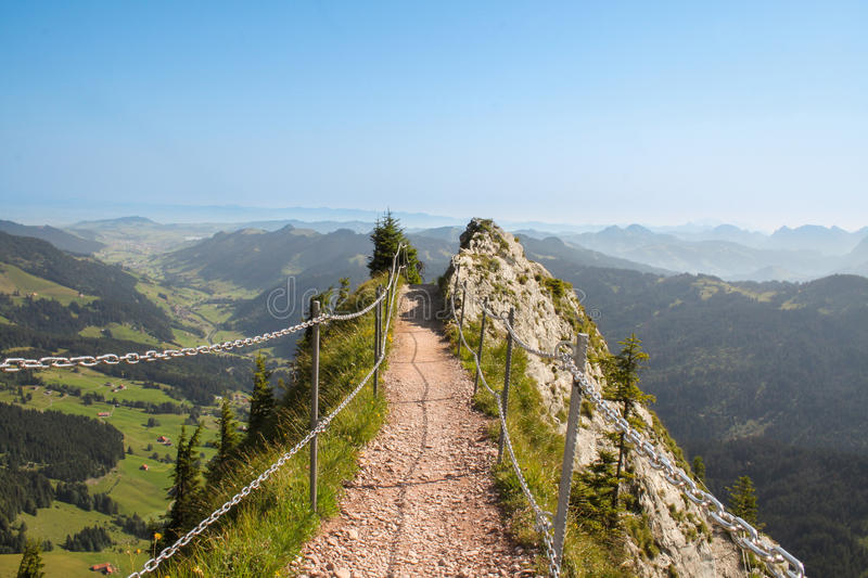 Bergslinga i det schweiziska berget royaltyfri foto