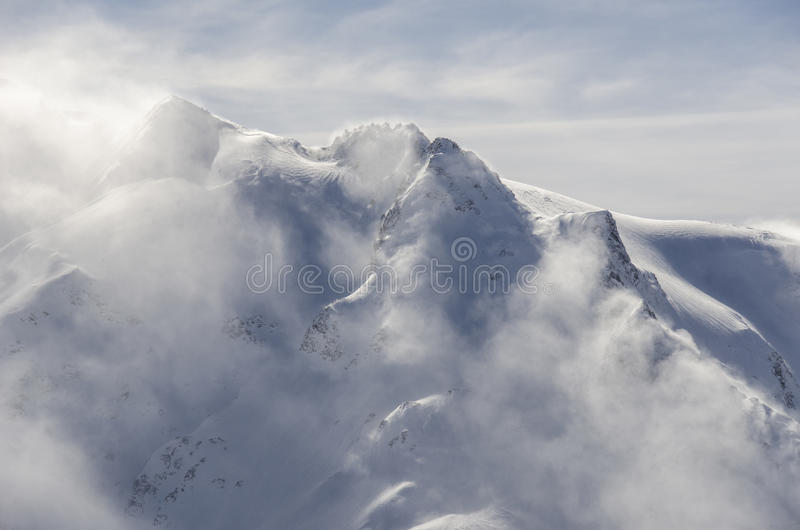 Bergsnöstorm royaltyfria foton