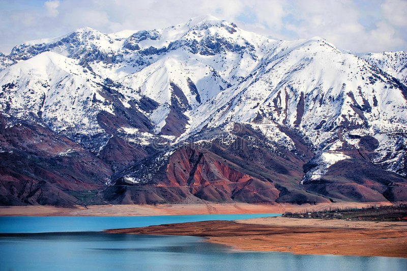 bergsnow tashkent uzbekistan fotografering för bildbyråer