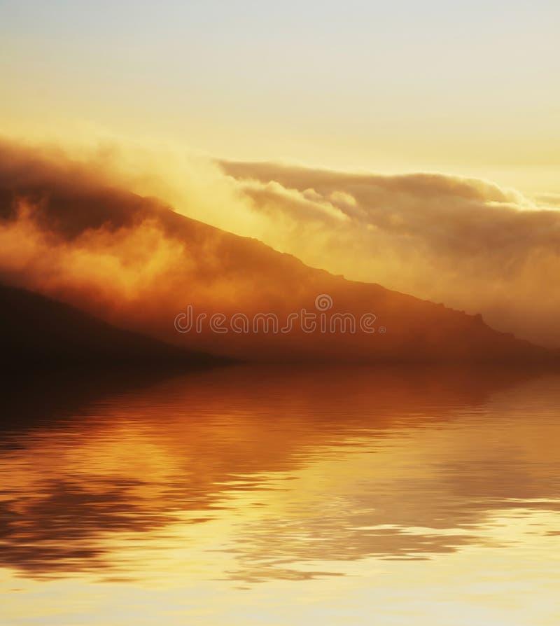 bergsoluppgång fotografering för bildbyråer