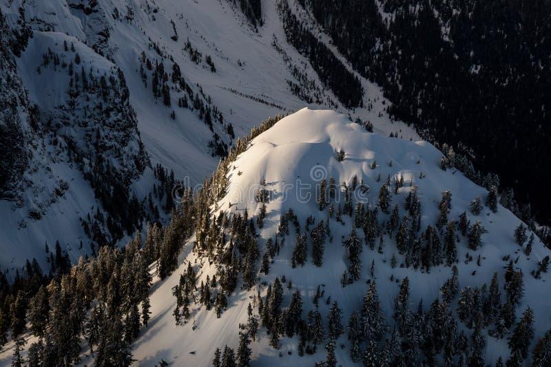 Bergspitze-Antenne lizenzfreie stockfotografie