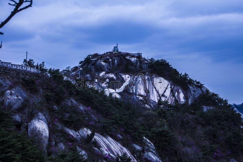 Bergspitze in Südkorea lizenzfreie stockbilder