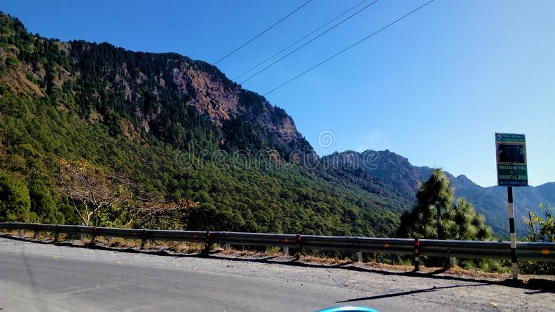 Bergspitzepunkt lizenzfreie stockfotos