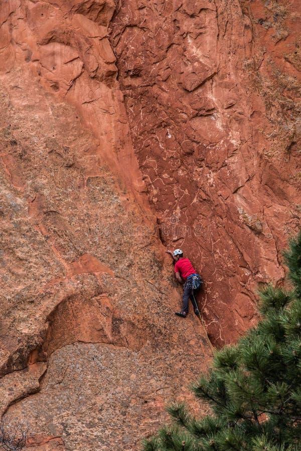 Bergsteigenfelsen slifee am Garten der felsigen Berge Gottcolorado springs stockfoto