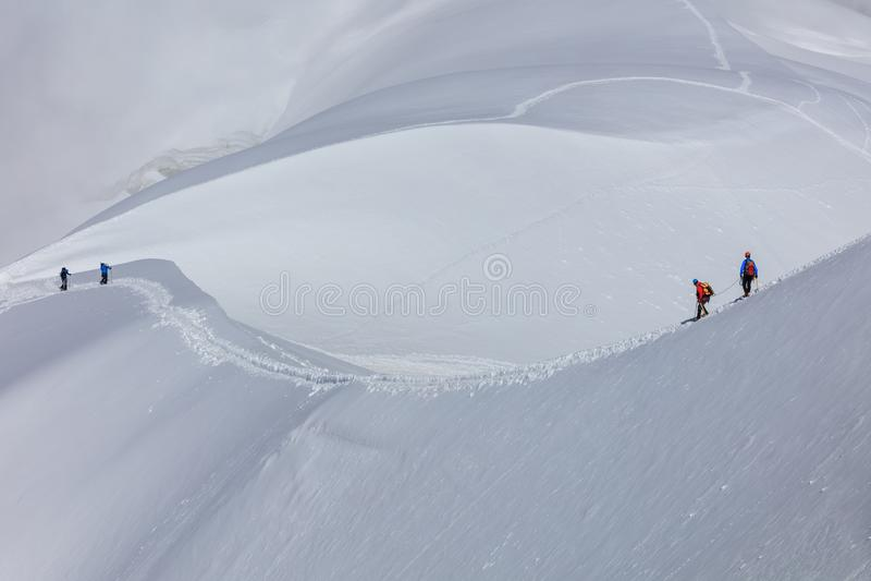 Bergsteiger auf dem Mont Blanc-Gebirgsmassiv, Frankreich stockfotos