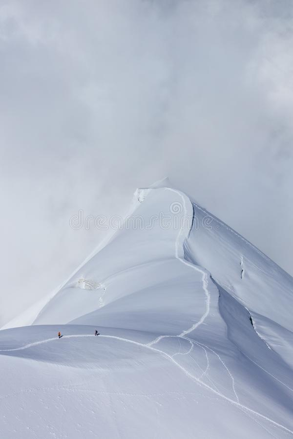 Bergsteiger auf dem Mont Blanc-Gebirgsmassiv, Frankreich lizenzfreie stockbilder