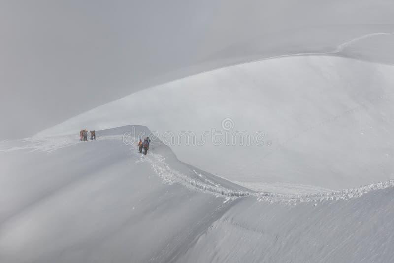 Bergsteiger auf dem Mont Blanc-Gebirgsmassiv, Frankreich stockbilder