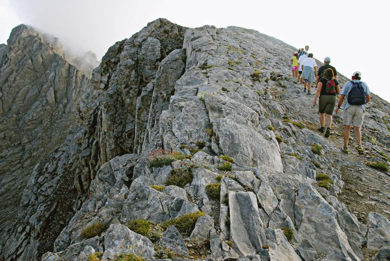 Bergsteiger auf Olymp-Berg stockbild