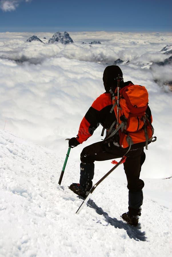 Bergsteiger in den Kaukasus-Bergen lizenzfreies stockfoto
