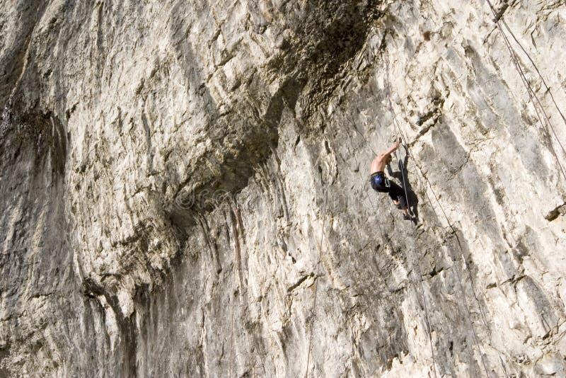 Bergsteiger an den Malham Bucht-Yorkshire-Tälern stockbilder