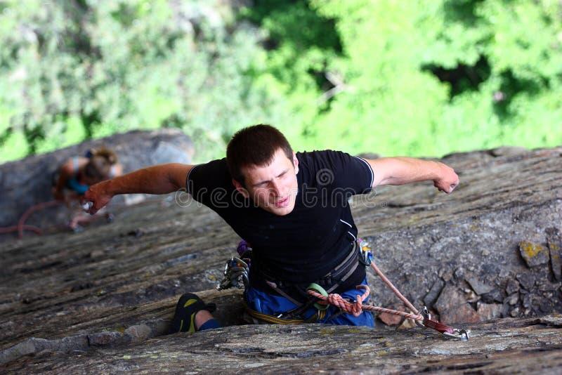 Bergsteigerstillstehen lizenzfreie stockbilder