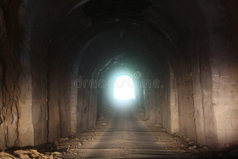 Bergtunnel stock afbeeldingen
