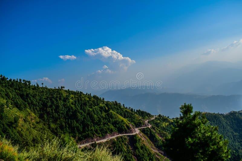Bergväg i Pakistan arkivfoto