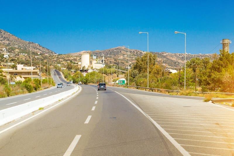 Bergvägar och serpentines av Kreta, Heraklion arkivbilder