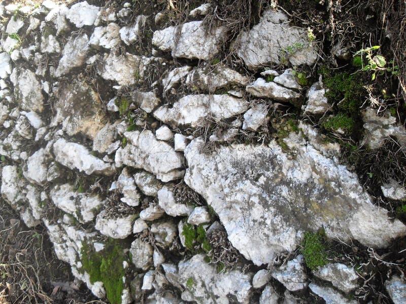 Bergvägg i Italien arkivbilder