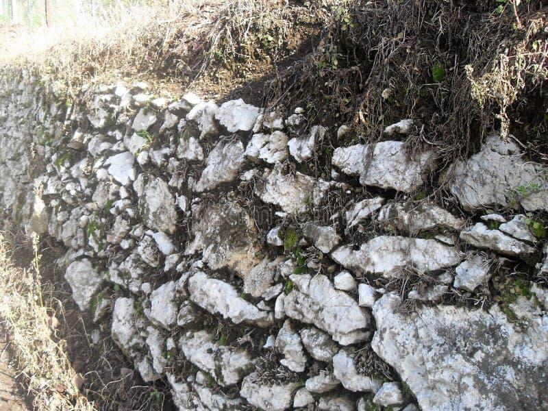 Bergvägg i Italien arkivfoton
