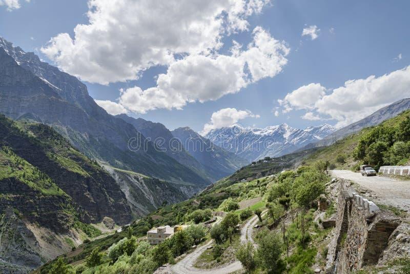 Bergvägsikt fotografering för bildbyråer