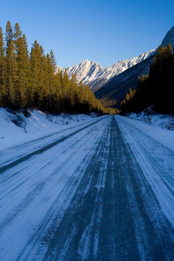 Download Bergvägvinter arkivfoto. Bild av trans, fryst, körning - 505798