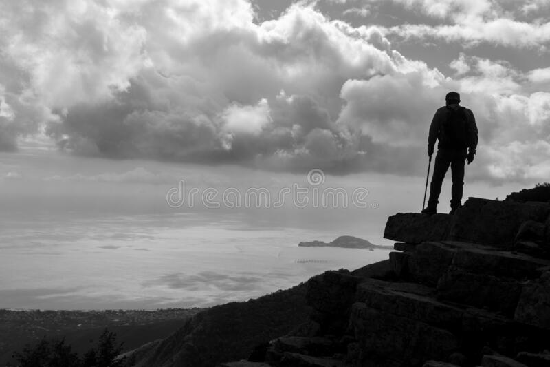 Bergwanderung lizenzfreie stockfotos