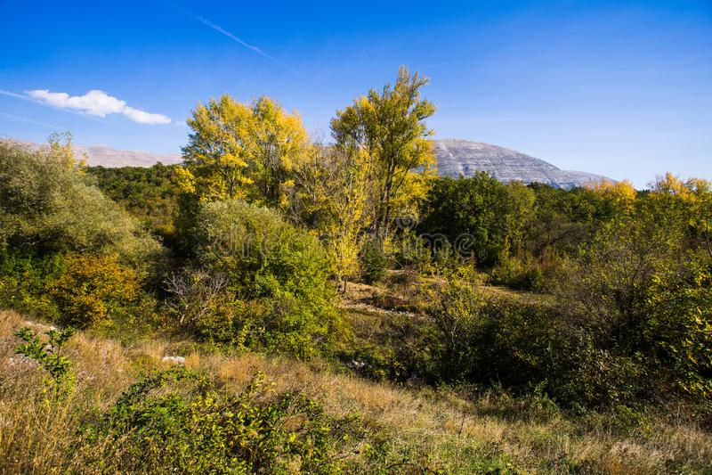 Bergweg, Kroatië stock foto's