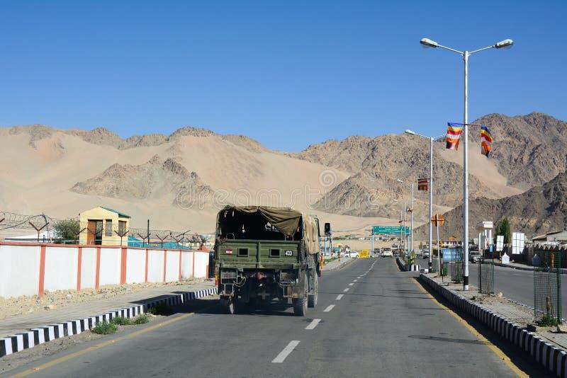 Bergweg in Ladakh, India stock foto