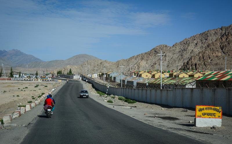 Bergweg in Ladakh, India stock afbeelding