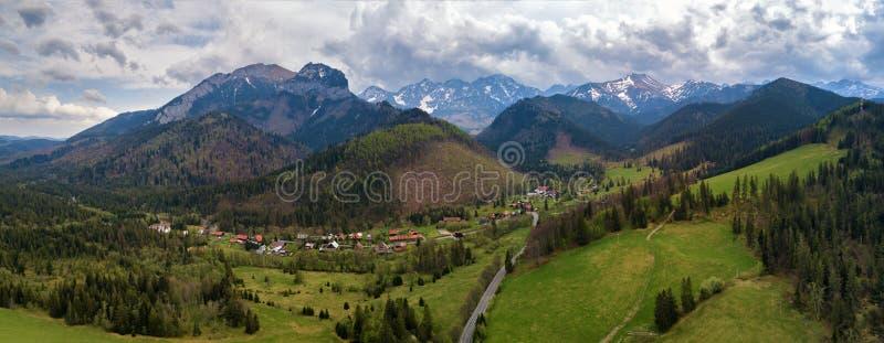 Bergweg tussen Polen en Slowakije Hoge tatras royalty-vrije stock afbeelding