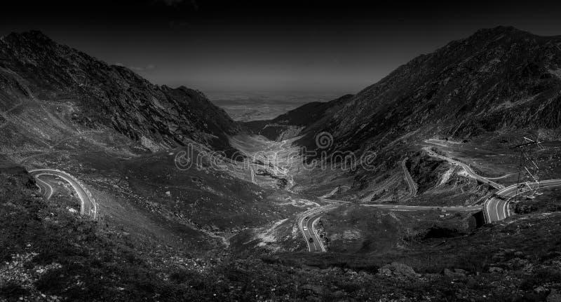 Bergwegen en kronkelwegen van Roemenië stock fotografie