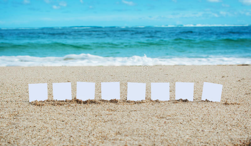 Bericht met een plaats voor uw tekst op het strand royalty-vrije stock afbeelding