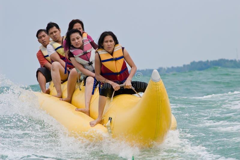 Berijdende de banaanboot van de pret stock foto