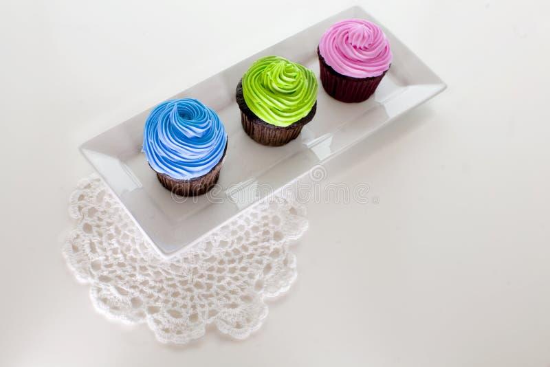 Berijpte drie cupcakes royalty-vrije stock afbeelding