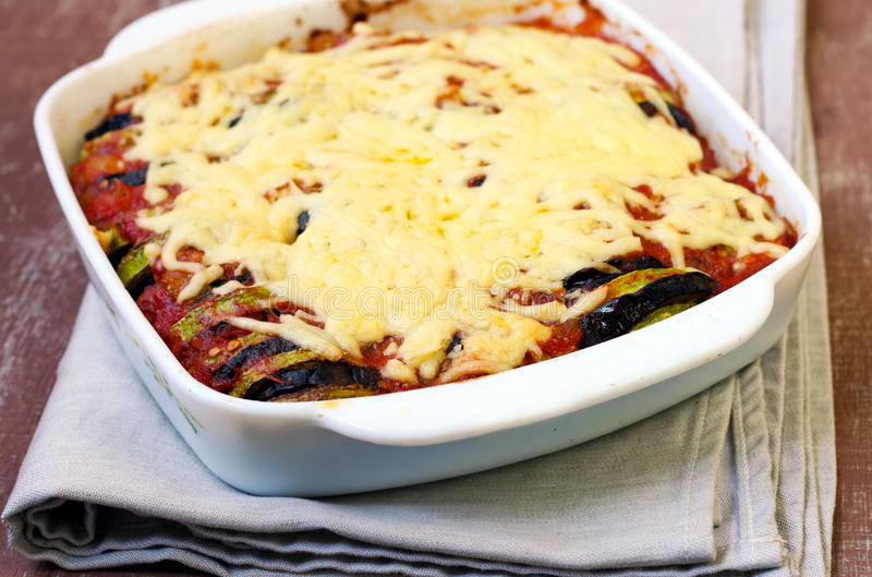 A beringela, tomate do courgette coze imagem de stock