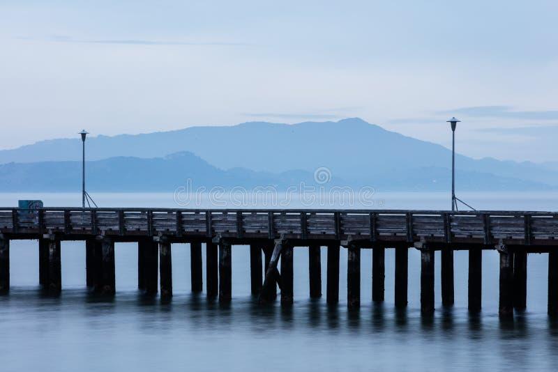 Berkeley Pier e montagem Tamalpais imagens de stock royalty free