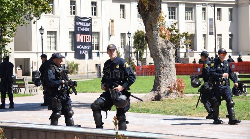Berkeley Protests Against Fascism rasism och Donald Trump arkivfoto