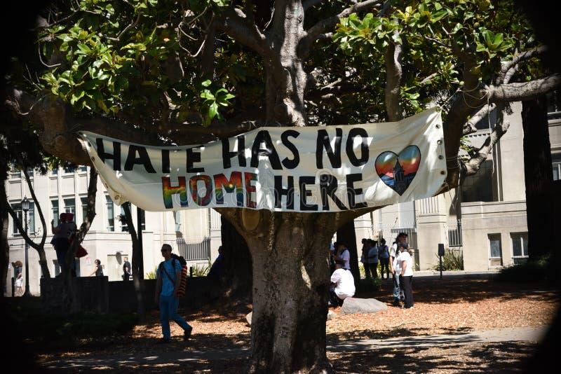 Berkeley Protests Against Fascism rasism och Donald Trump royaltyfri foto