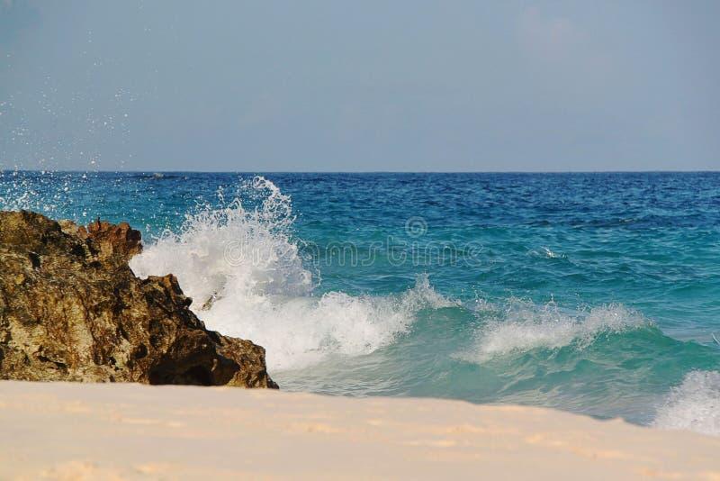 berkshires Καταπληκτικό τοπίο πετρών και τυρκουάζ νερό του Ατλαντικού Ωκεανού στοκ εικόνες
