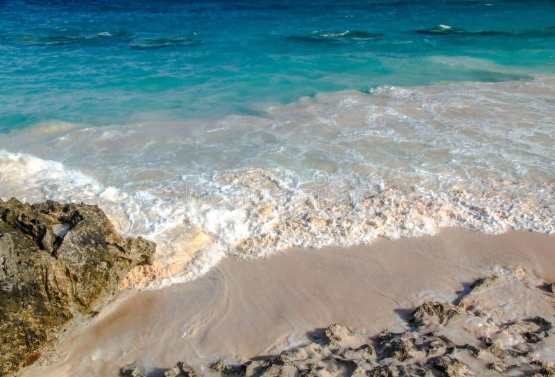 berkshires Τυρκουάζ νερό του Ατλαντικού Ωκεανού και του μπλε ουρανού Φανταστική άποψη σχετικά με την παραλία στοκ φωτογραφία με δικαίωμα ελεύθερης χρήσης
