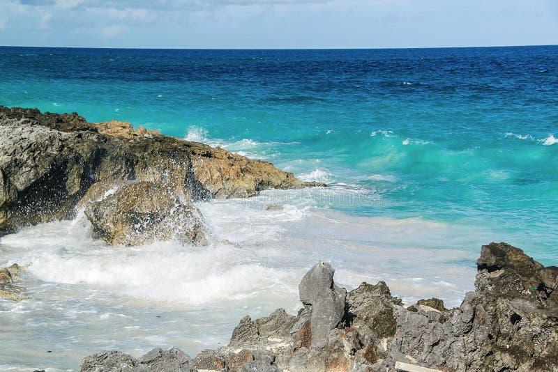 berkshires Τυρκουάζ νερό του Ατλαντικού Ωκεανού και του μπλε ουρανού Φανταστική άποψη σχετικά με την παραλία στοκ εικόνες