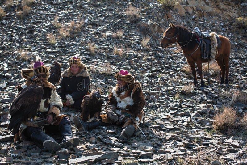 Berkutchi哈萨克人在西部蒙古的巴彦Olgii aimag山的老鹰猎人  免版税库存图片