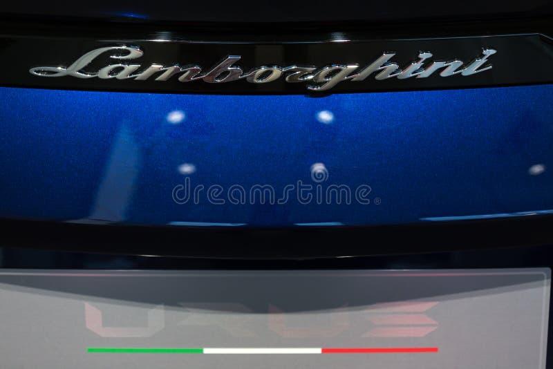Berlín, Berlín/Alemania - 22 12 18: cierre del coche del lamborghini para arriba adentro en Berlín Alemania imagenes de archivo
