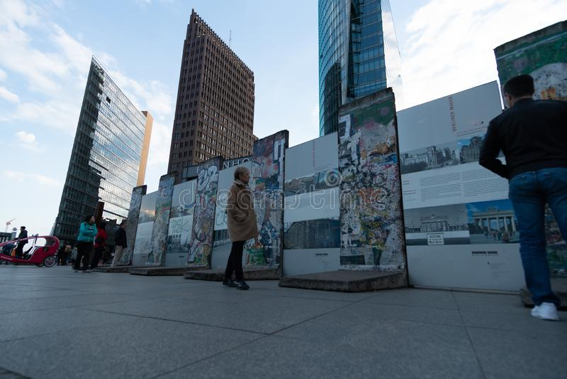 Berlín, Alemania - 26 de abril de 2016: Monumento de Berlin Wall en Bernauer Strasse fotografía de archivo libre de regalías