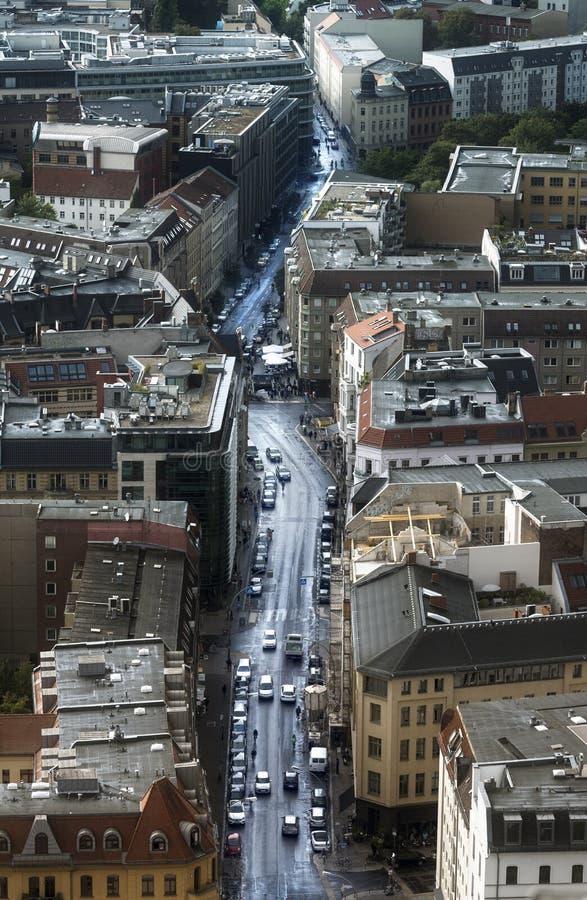 BERLÍN, ALEMANIA - 25 de agosto de 2018: Afte de la opinión aérea de la calle de Muenz imagen de archivo