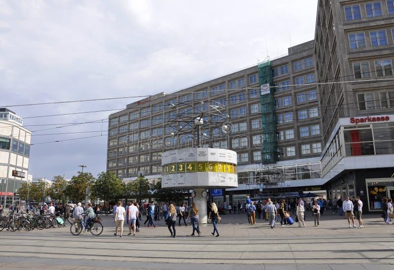 Berlín, Alemania 27 de agosto: Reloj mundial de Alexanderplatz de Berlín en Alemania foto de archivo libre de regalías