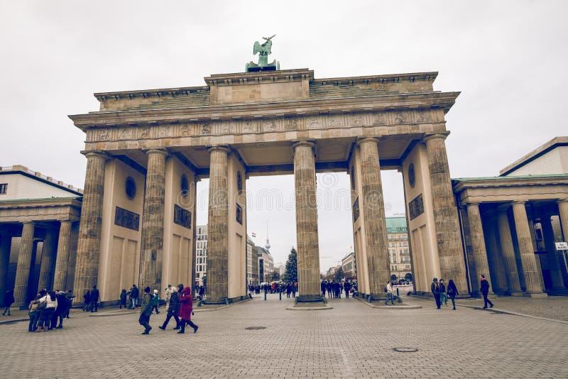 BERLÍN, ALEMANIA - DICIEMBRE 06,2017: Berlin Brandenburg Gate Bra imagen de archivo