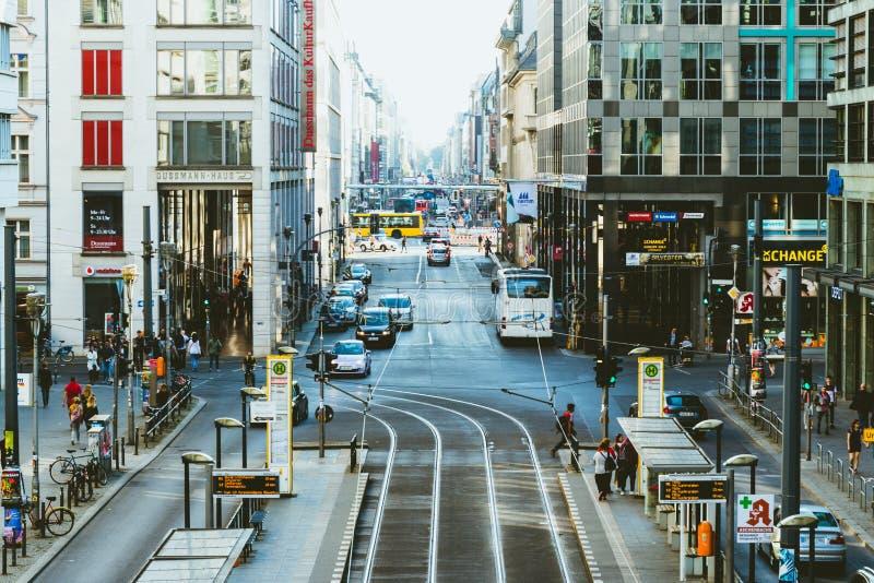 Berlín, Alemania, el 7 de octubre de 2018: Friedrichstrasse es un s famoso fotos de archivo