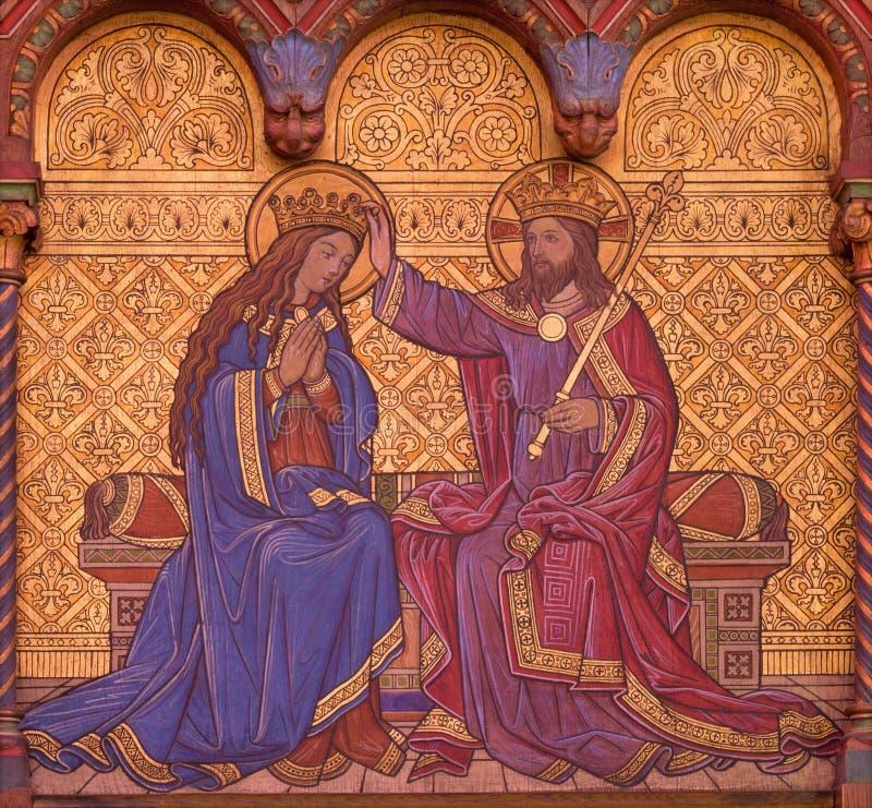 BERLÍN, ALEMANIA, FEBRERO - 15, 2017: El fresco de la coronación de la Virgen María en el altar lateral de la basílica de Rosenkr foto de archivo libre de regalías