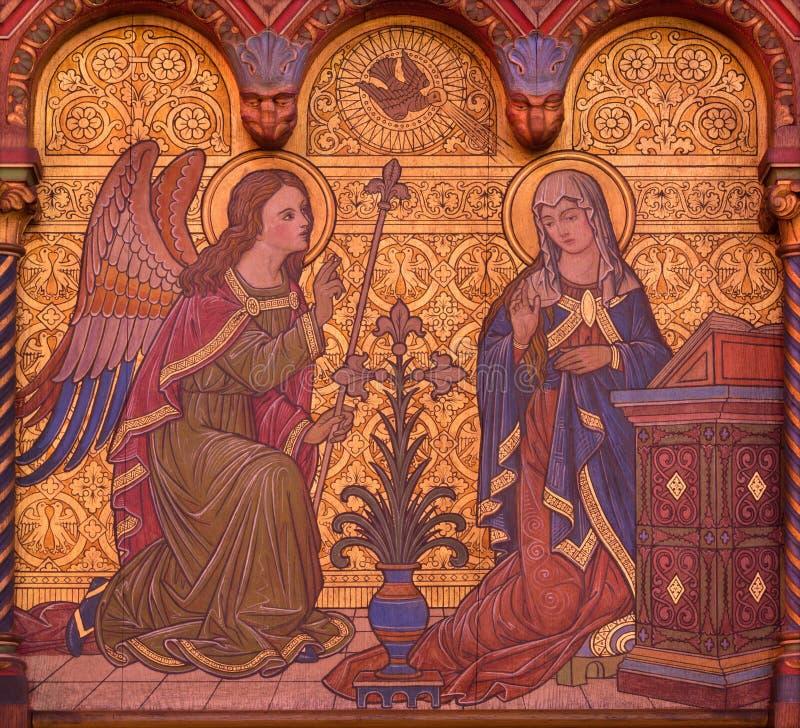 BERLÍN, ALEMANIA, FEBRERO - 15, 2017: El fresco del anuncio Maria en el altar lateral de la basílica de Rosenkranz imagenes de archivo
