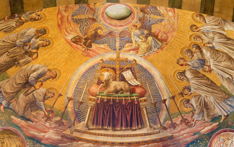BERLÍN, ALEMANIA, FEBRERO - 14, 2017: El fresco del laboratorio de dios en el ábside principal de la iglesia de Herz Jesus imágenes de archivo libres de regalías