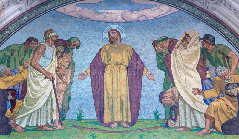 BERLÍN, ALEMANIA, FEBRERO - 14, 2017: El mosaico de Jesús el redentor en la fachada del oeste de los Dom del artista desconocido fotos de archivo