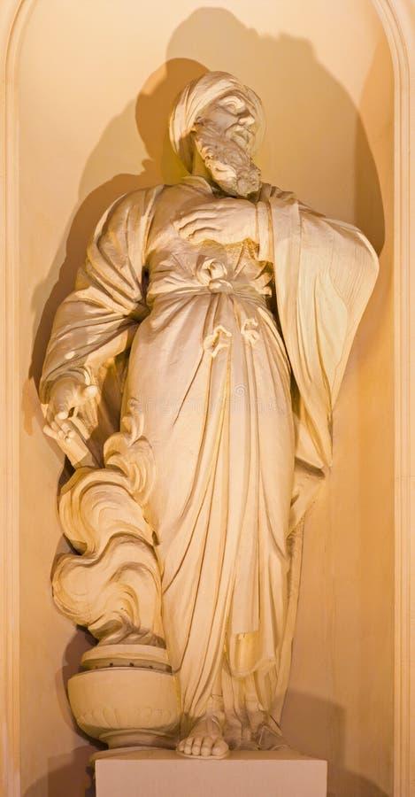 BERLÍN, ALEMANIA, FEBRERO - 12, 2017: La estatua del profeta Jeremiah en la fachada de los Dom de Deutscher de la iglesia foto de archivo